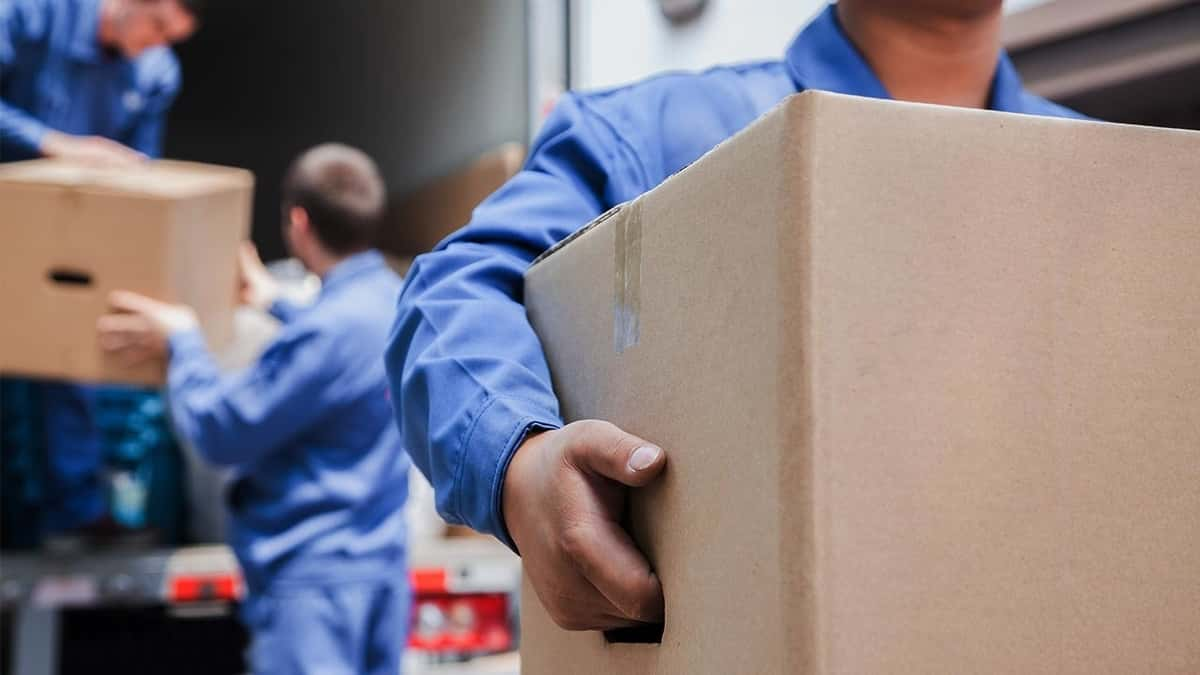 Common Mistakes People Make When Hiring Moving Companies