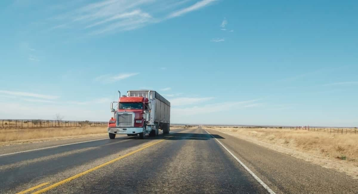 Love Traveling the States? Get Paid to Do It Long Haul Trucking Style