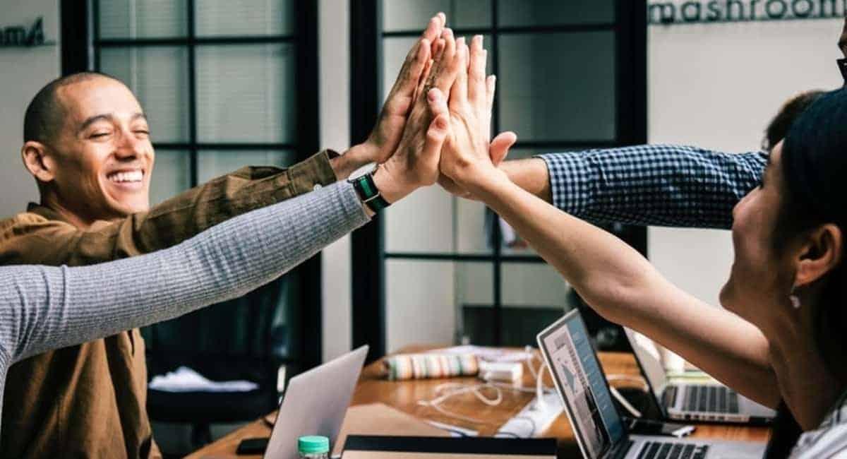 Sales Hacks: 4 Sales Tools Your Team Needs to Succeed