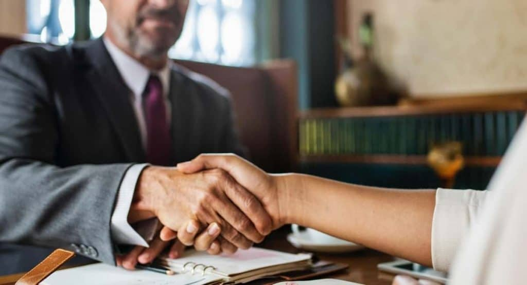 Key Things to Consider Before Hiring a Lawyer