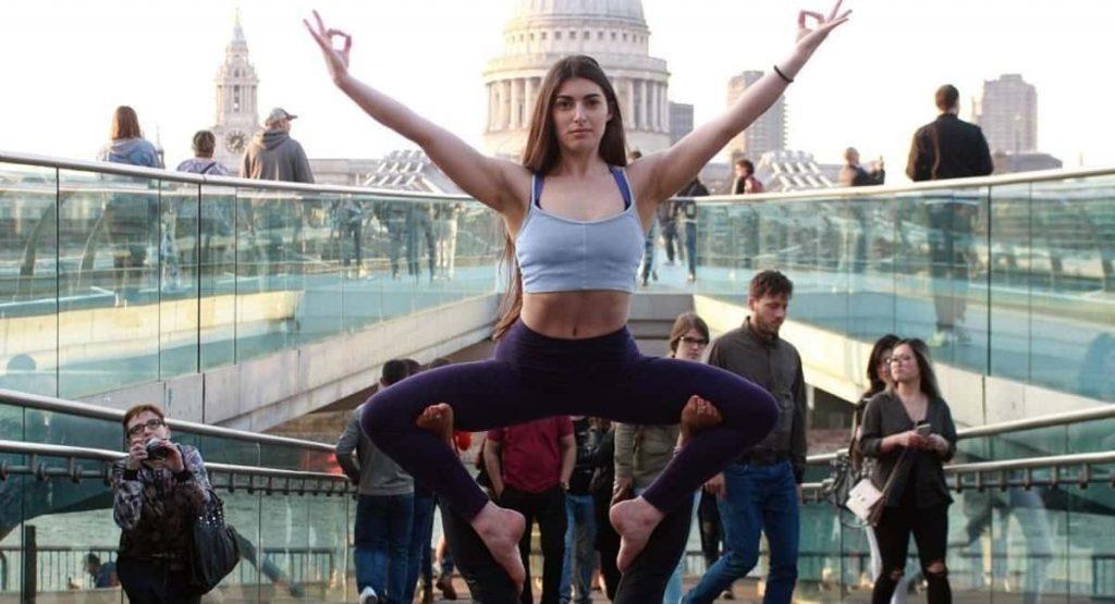 Does Partner Yoga Strengthen Your Relationship