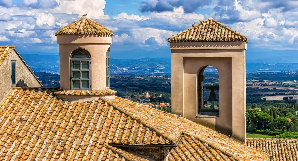 When Does a Roof Need to Be Replaced? 5 Telltale Signs