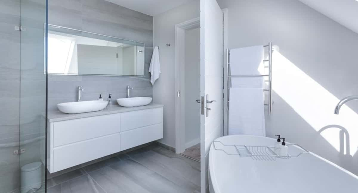 7 Benefits of Waterproof Flooring in Your Bathroom