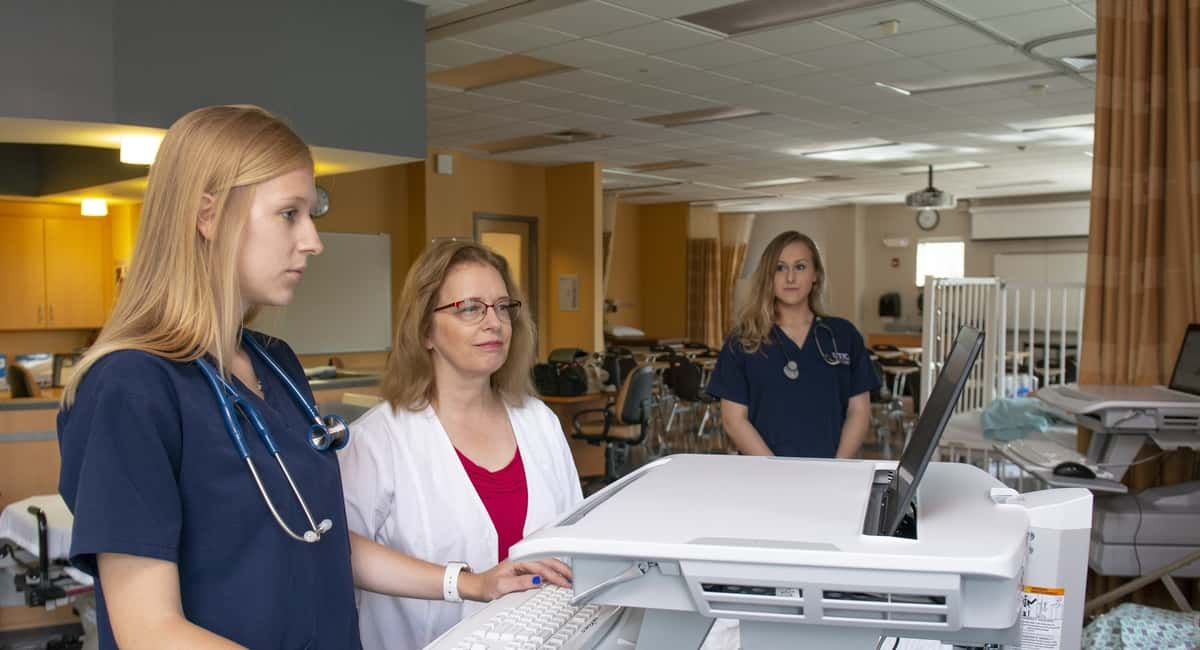 Ways a Nursing Degree from Excelsior College Can Lead to a Rewarding Career