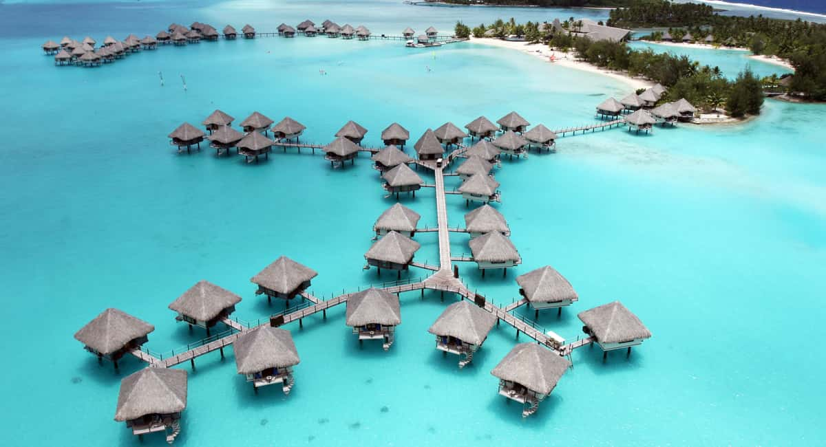 4 Best Overwater Bungalows in the Philippines