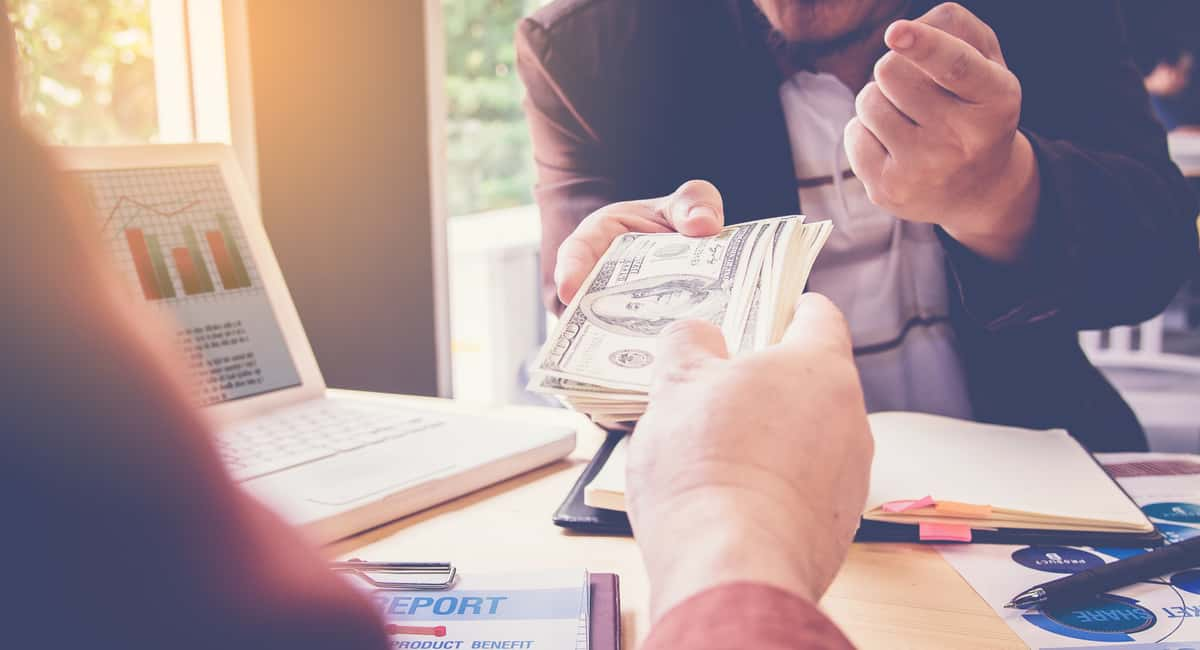 Low Risk, Low Interest: How to Choose the Best Loan Companies Around