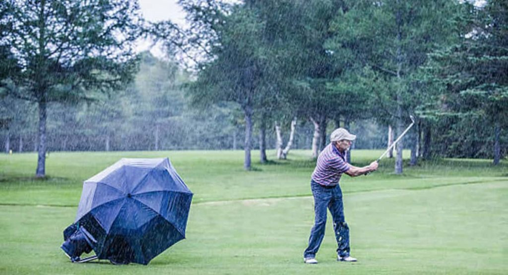 Tips For Handling Wet Weather On The Golf Course
