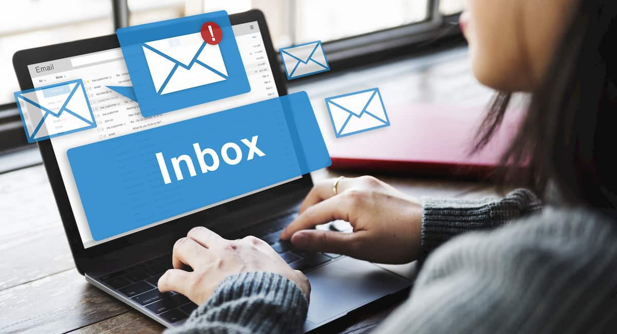 how to keep emails from going to spam