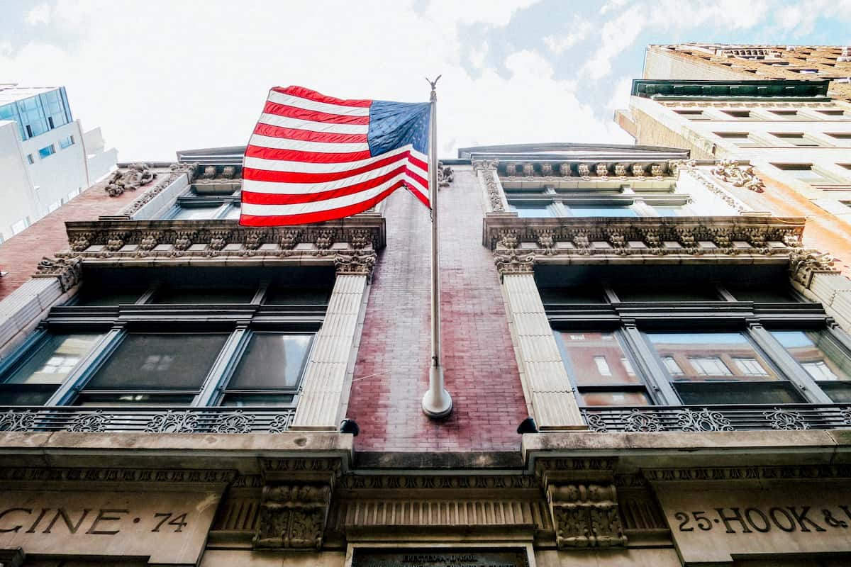 rules for flying the american flag at home