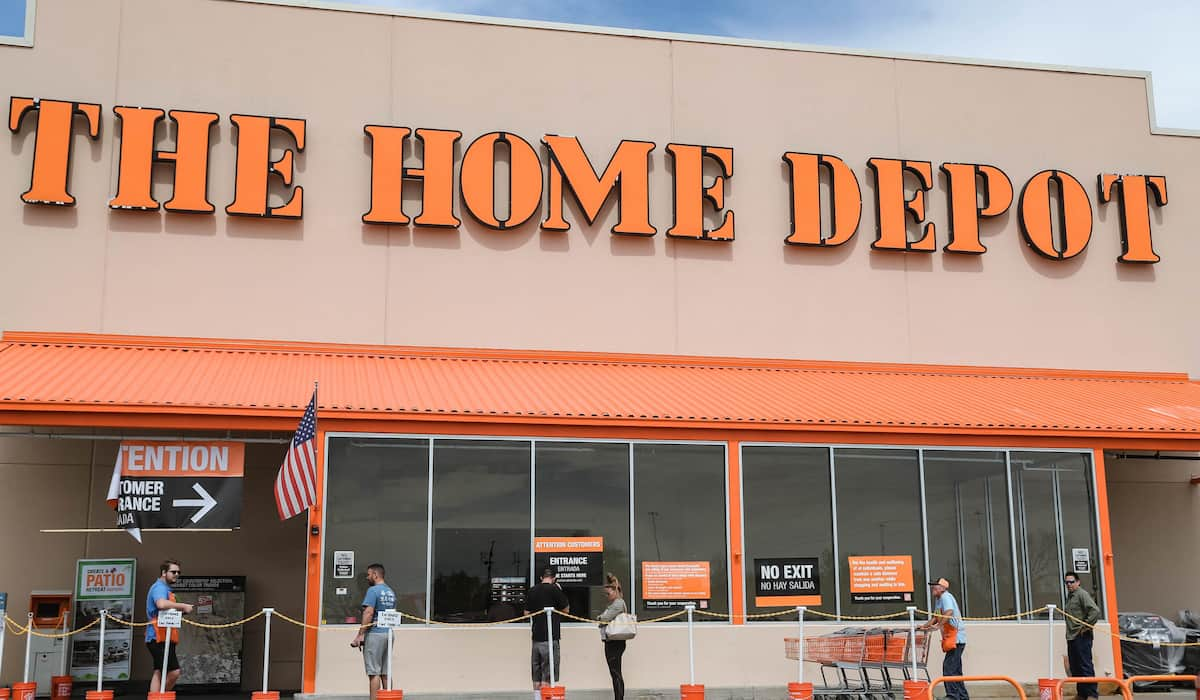 home depot hours tomorrow