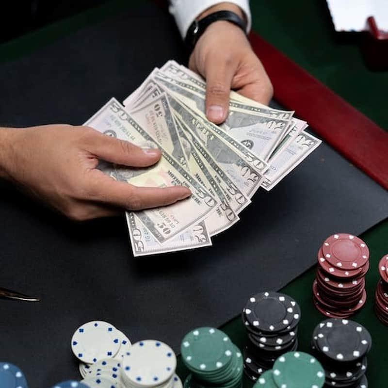 Folding in Poker The Key Fundamentals