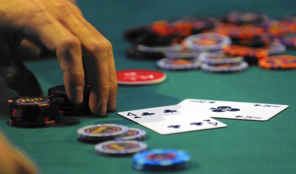 Tips on When to Fold to Maintain a Competitive Edge