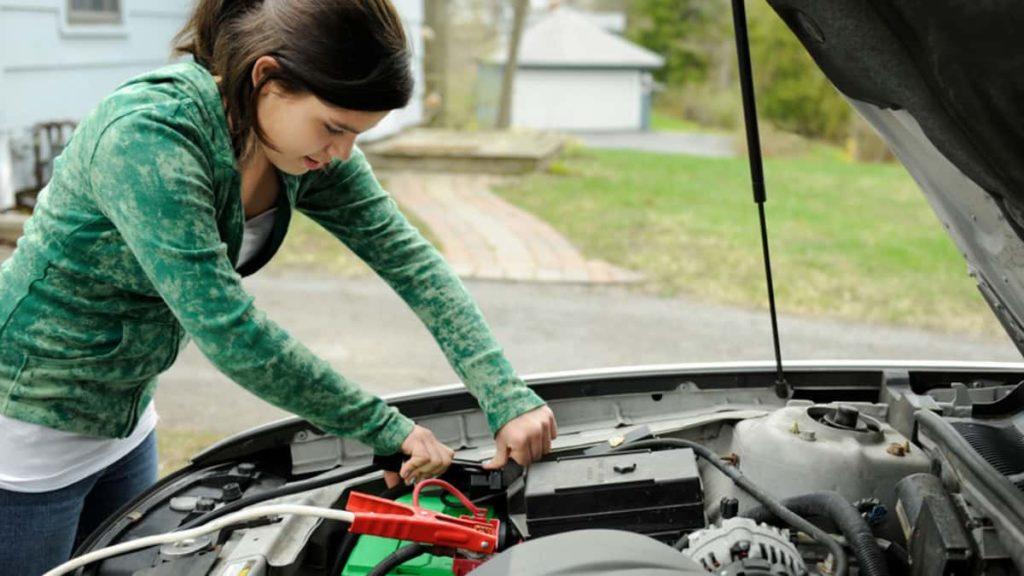 Keep Emergency Supplies In Car