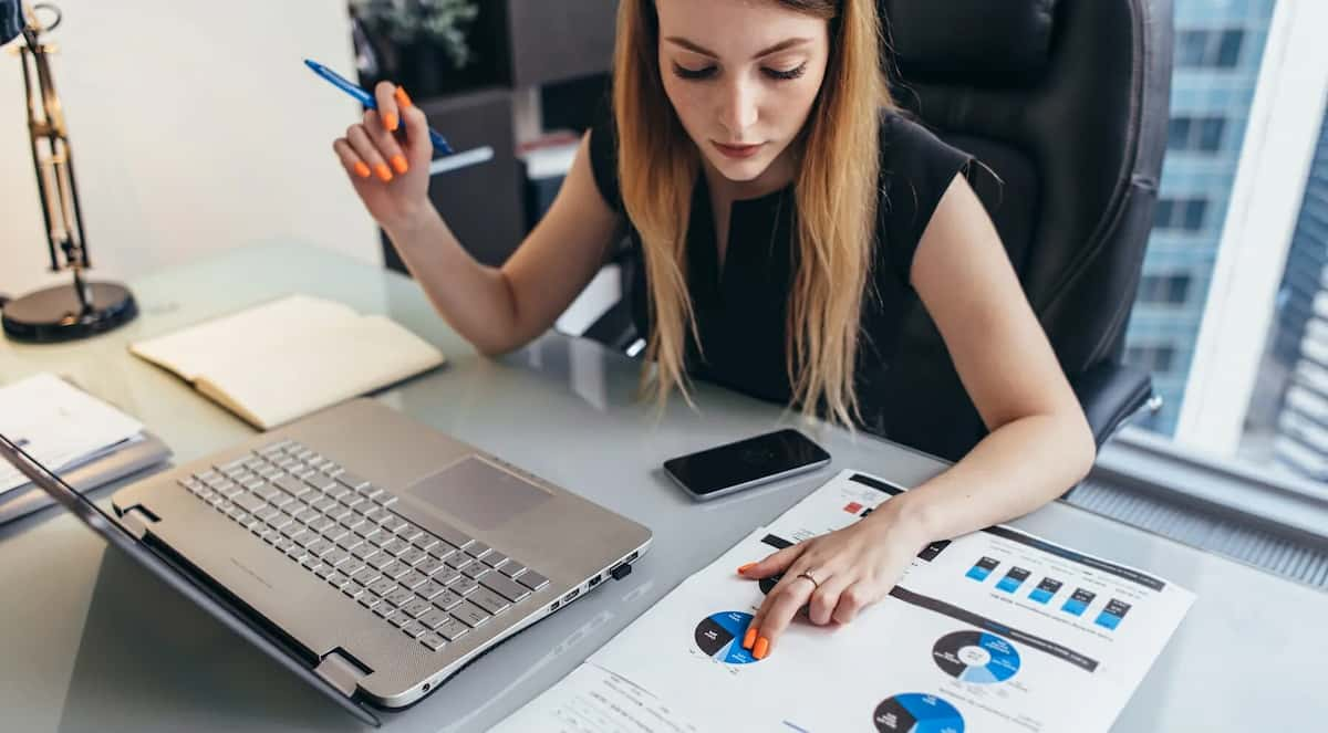 how to become a financial analyst with no experience
