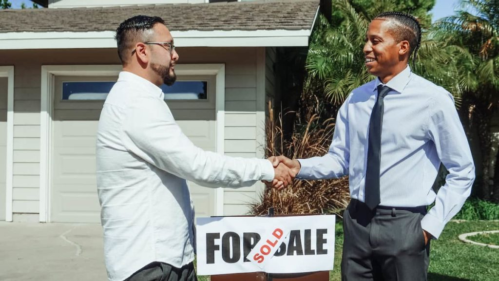 What does a realtor do